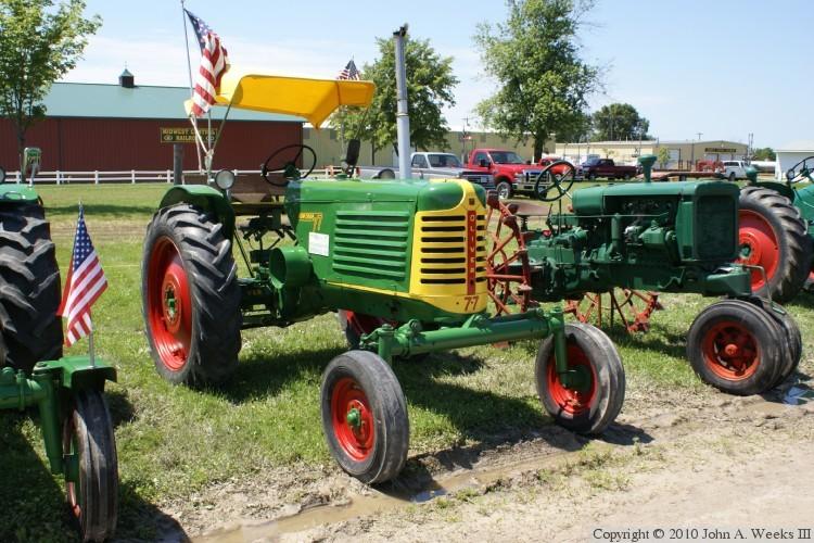 77 WF Canopy & Oliver Fleetline Tractors 1947-1954 u2014 Oliver 77